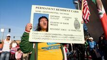 Cinco razones que dejarían a algunos indocumentados en California por fuera de la reforma de migratoria de Biden