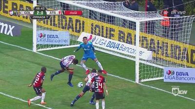 Chivas deja pasar el 3-0 a causa de la falta de comunicación entre Vega y Van Rankin