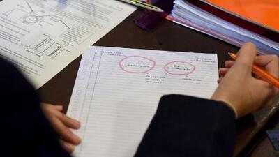 Víctimas exigen a escuelas públicas de Nueva York publicar lista de personas acusadas de abuso sexual