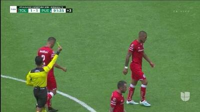 Tarjeta amarilla. El árbitro amonesta a Jonatan Maidana de Toluca