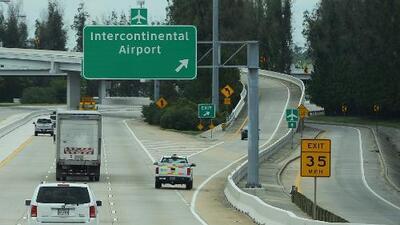 Confirman reapertura para algunos vuelos en aeropuertos de Houston