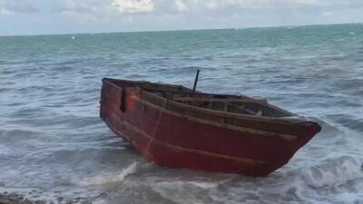 """""""No es fácil vivir con miedo toda una vida"""": Los testimonios de balseros cubanos que viven en las sombras"""