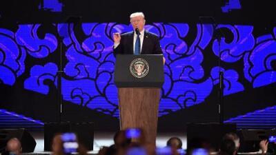 Trump ataca la arquitectura del comercio internacional mientras el presidente chino la defiende