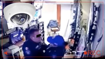 """""""La cámara los alcanzó"""": captan a pareja de policías 'cuchiplancheando' mientras trabajaban en un hospital"""