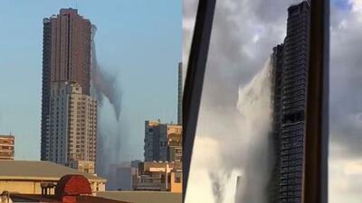 Un fuerte terremoto provoca una cascada de agua desde lo alto de un rascacielos