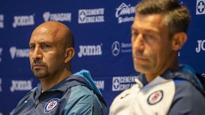 Oficial: Óscar Pérez se retirará con Cruz Azul en el Azteca