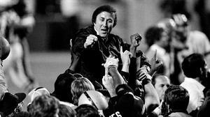 Tom Flores, el primer coach latino que ingresa al Salón de la Fama y leyenda de los Raiders