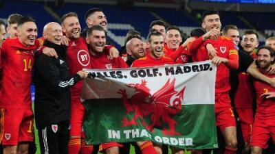 Gareth Bale se burla del Real Madrid en festejo con Gales