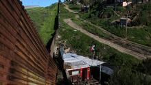 Cuando el muro es parte de tu casa: los mexicanos que quieren que permanezca en pie