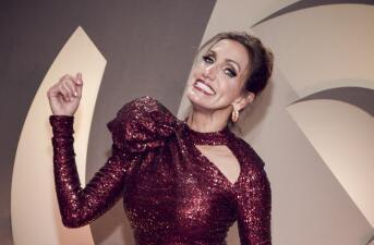 ¿Dónde quedó el rubio? Lili Estefan se puso el pelo del color de su vestido en Premio Lo Nuestro