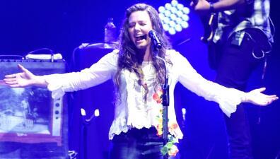 En histórico concierto para Joy Huerta se revela qué rasgo físico le heredó a su recién nacida Noah