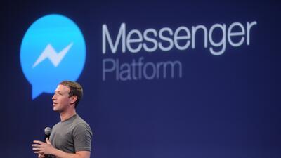 """Facebook abre plataforma de """"chatbots"""" para que te mensajees con la florería o el taxi"""