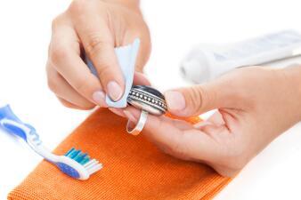 Increíbles trucos para limpiar tus piezas de plata