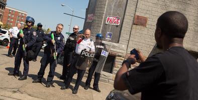 Las cámaras corporales para policías empiezan a generar justicia, pero aún son cuestionadas