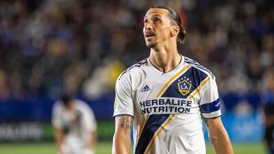 MLS abre investigación por fractura facial de Ibrahimovic a El Monir