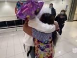 Un abrazo que tardó 17 años: un menor no acompañado guatemalteco se reúne con su madre
