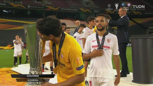 Entrega trofeo Europa League YT
