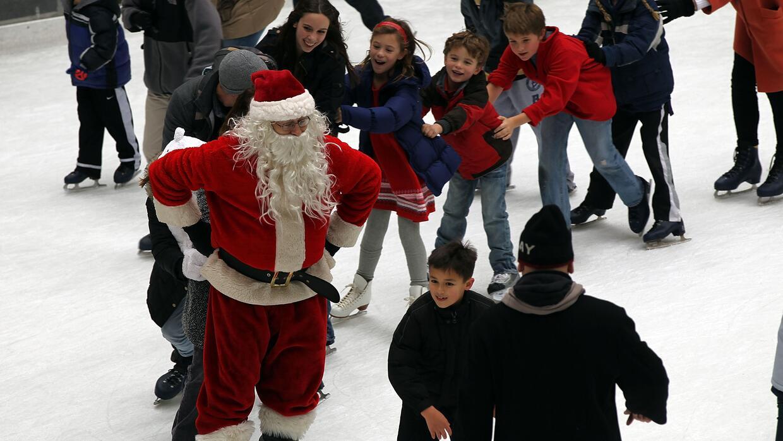 Pista de patinaje sobre hielo llega al centro de San Antonio - Univision