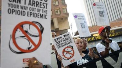 En la epidemia de opioides, el adicto es víctima de múltiples victimarios