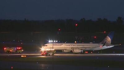 Vuelo de United Airlines aterriza de emergencia en Nebraska