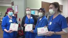 El FC Dallas entrega pizza, postres y agua a trabajadores de la salud de un hospital en Allen