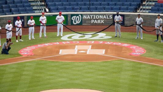 Jugadores protestan en el Opening Day de la MLB