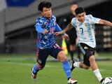 Aficionado japonés que apoyaba a Argentina es echado durante juego entre ambas selecciones