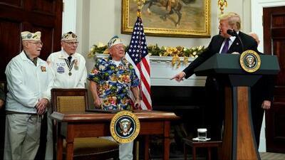 Veterano de la II Guerra Mundial canta en la Casa Blanca en el aniversario de Pearl Harbor