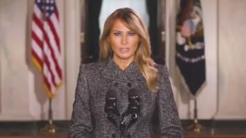 Melania Trump se despide de la Casa Blanca con mensaje de paz pero rompiendo una tradición con Jill Biden