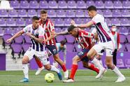 Luis Suárez se vuelve a poner la capa de héroe y consigue el tanto que le da la remontada y el título al conjunto colchonero al vencer 1-2 al Real Valladolid.