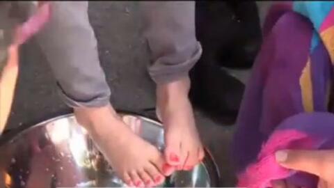 'Área de la Bahía en un Minuto': Realizan lavatorio de pies a familia inmigrantes afectadas por las resientes deportaciones