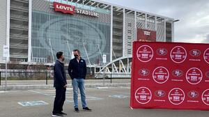 Convierten estadio de los 49ers en el centro de vacunación masiva más grande de California