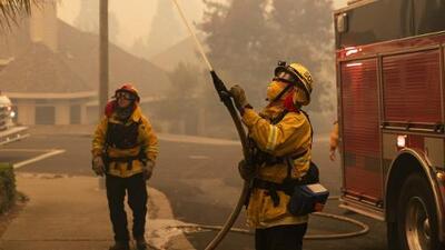 En un minuto: Controlan el incendio Kincade en un 65% y miles de evacuados regresan a casa