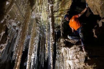 La impresionante cueva de sal descubierta que algunos atribuyen a un pasaje bíblico (fotos)