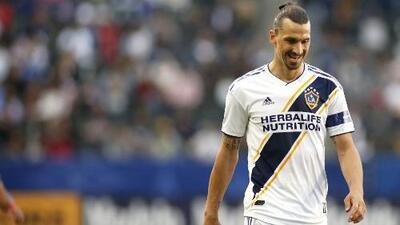 Aplacaron al león sueco: gol anulado, pellizco al portero y fea falla resumen la fea tarde de Zlatan