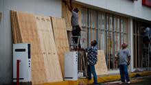 Departamento de Bomberos envía personal para ayudar con la respuesta con el huracán Laura y el sistema Marco