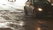 Baches en el norte de Chicago se han convertido en el dolor de cabeza de cientos de conductores
