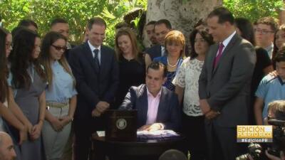 Rosselló firma la Reforma Educativa