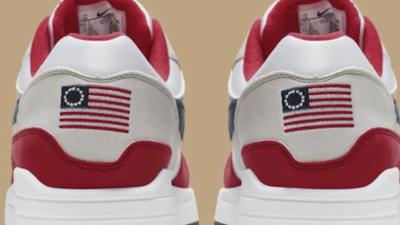Gobernador de Arizona anuncia sanciones económicas contra Nike por retirar zapatillas con bandera de 'Betsy Ross'