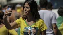 Cómo WhatsApp ayudó al ultraderechista Jair Bolsonaro a ser el favorito para ganar la presidencia de Brasil