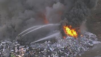 Centro de reciclaje en Opa Locka se prende en llamas y provoca una gran nube de humo en la zona