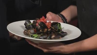 Alan Tacher aprendió a preparar esta deliciosa 'Receta de mejillones al chorizo'