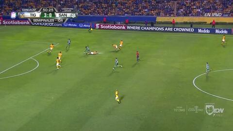 Tarjeta amarilla. El árbitro amonesta a Guido Pizarro de Tigres