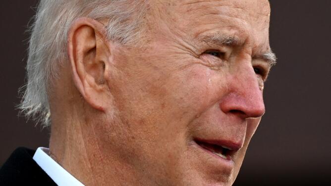 Biden rompe en lágrimas al despedirse antes de partir a Washington