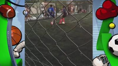 Delicioso túnel de Diego Maradona jugando un partido con amigos