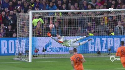 Primer aviso de Messi: el remate del argentino obliga a una gran atajada de Anthony Lopes
