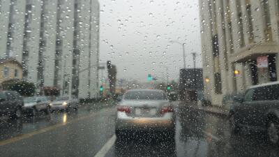 El sur de California amaneció con lluvia