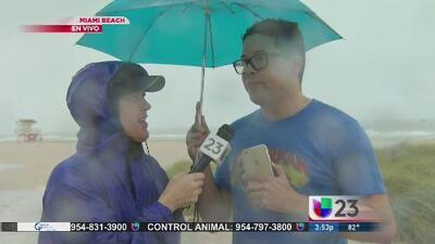 Captan a Mr Cash de curioso en Miami Beach durante el embate del huracán Matthew