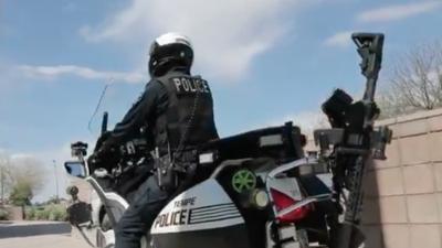 Policía en Arizona instala rifles AR-15 en motocicletas de sus oficiales