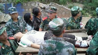 Buscan contra reloj a sobrevivientes del sismo en China